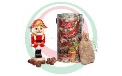Новогодний подарок с Щелкунчиком и орешками